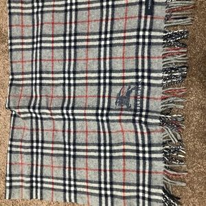 AUthentic Burberry Light Scarf Made in London
